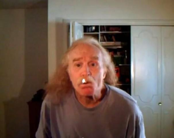 Εντυπωσιακός τρόπος για άναμμα τσιγάρου