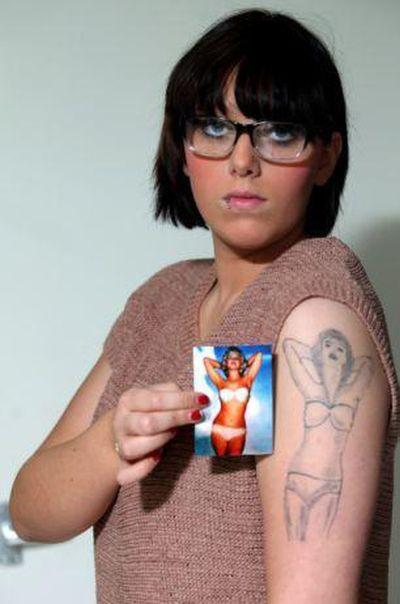 Το αποτυχημένο τατουάζ μιας κοπέλας (2)