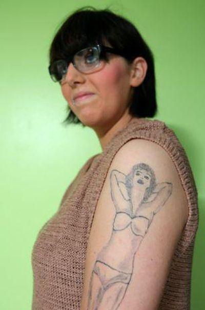 Το αποτυχημένο τατουάζ μιας κοπέλας (3)