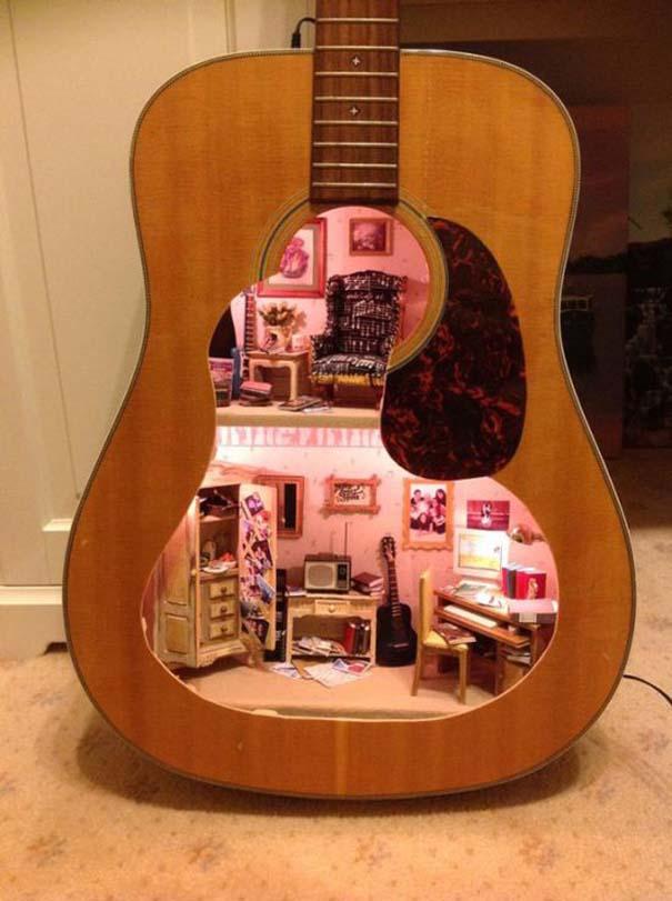 Κουκλόσπιτο μέσα σε κιθάρα (3)