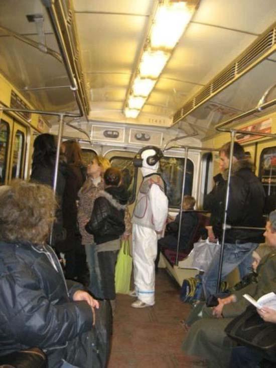 Παράξενες και κωμικοτραγικές φωτογραφίες στα μέσα μεταφοράς (16)