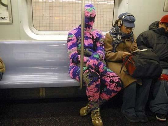 Παράξενες και κωμικοτραγικές φωτογραφίες στα μέσα μεταφοράς (24)