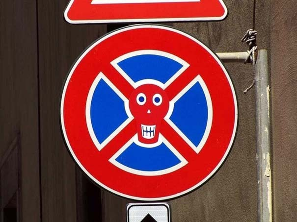 «Πειραγμένες» οδικές πινακίδες (9)
