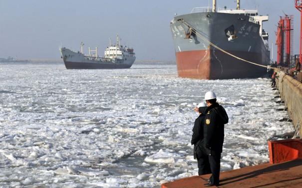 Παγιδευμένα πλοία σε παγωμένο λιμάνι   Φωτογραφία της ημέρας