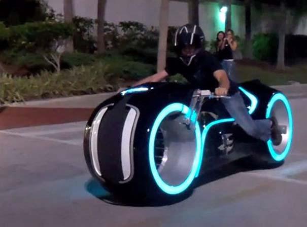Διάσημα οχήματα της φαντασίας γίνονται πραγματικότητα (24)