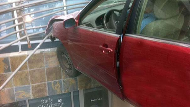 Εξαιρετικά σπάνιο τροχαίο ατύχημα (2)