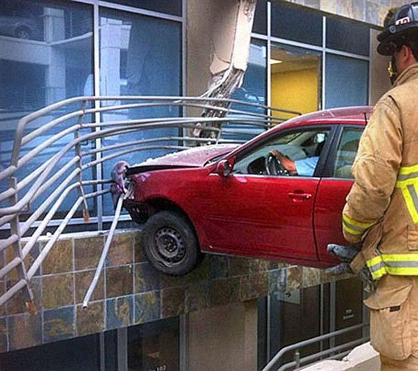 Εξαιρετικά σπάνιο τροχαίο ατύχημα (3)
