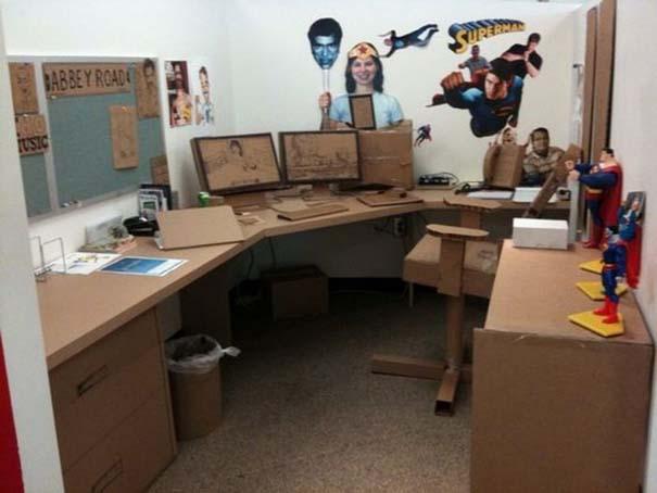 Γύρισε από άδεια και βρήκε το γραφείο του έτσι... (2)