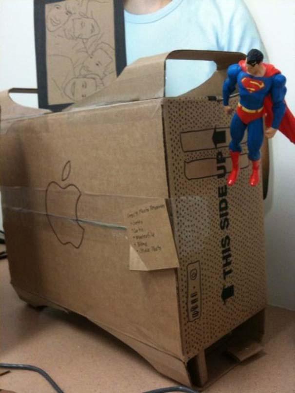 Γύρισε από άδεια και βρήκε το γραφείο του έτσι... (8)