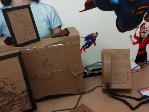 Γύρισε από άδεια και βρήκε το γραφείο του έτσι... (9)