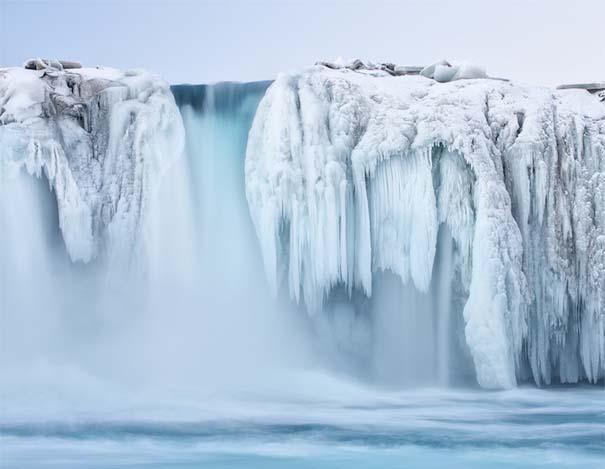 Μαγευτικοί παγωμένοι καταρράκτες απ' όλο τον κόσμο (7)
