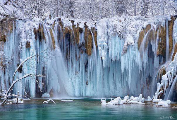 Μαγευτικοί παγωμένοι καταρράκτες απ' όλο τον κόσμο (9)