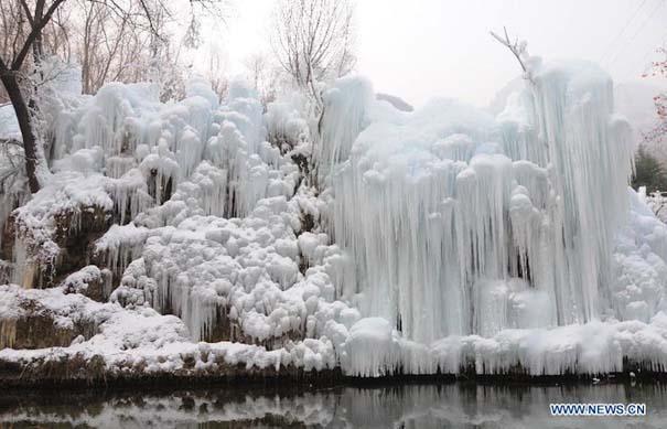 Μαγευτικοί παγωμένοι καταρράκτες απ' όλο τον κόσμο (12)
