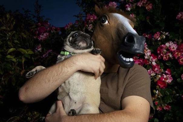 Οι 45 πιο περίεργες φωτογραφίες ανθρώπων που ποζάρουν με ζώα (40)