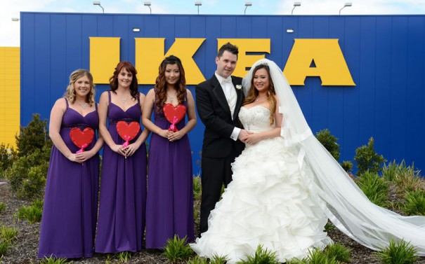 Γάμος στο ΙΚΕΑ   Φωτογραφία της ημέρας