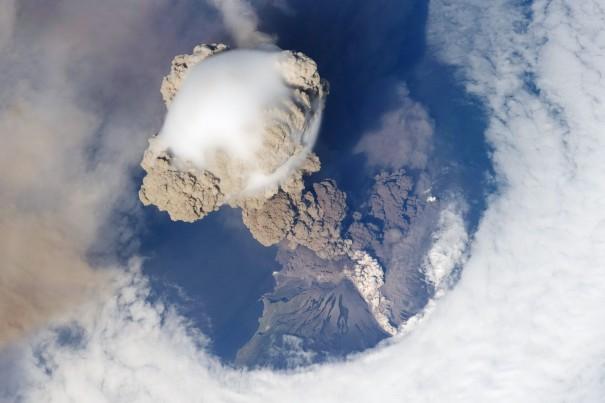 Έκρηξη ηφαιστείου όπως φαίνεται από το διάστημα | Φωτογραφία της ημέρας