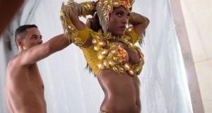 Το πρωί στο γραφείο και το βράδυ χορεύτρια στο Καρναβάλι του Ρίο