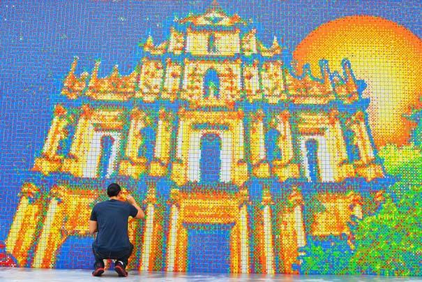 Τοιχογραφία ρεκόρ από 85.794 κύβους του Rubik (1)