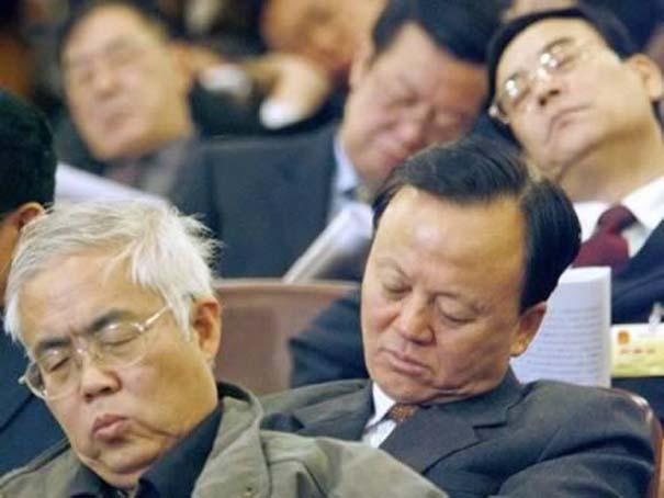 Τους πήρε ο ύπνος πάνω στο καθήκον (9)
