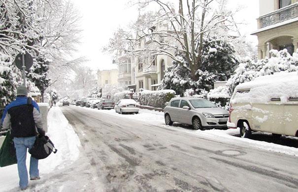 Πως να τρομάξετε τους γείτονες σε μια χιονισμένη μέρα (1)