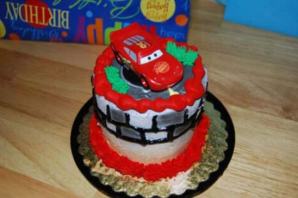 Η πρώτη τούρτα γενεθλίων ενός μπόμπιρα (2)