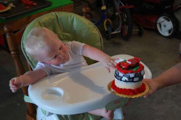 Η πρώτη τούρτα γενεθλίων ενός μπόμπιρα (3)