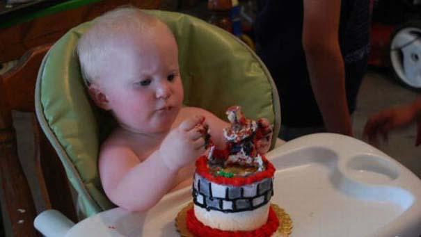 Η πρώτη τούρτα γενεθλίων ενός μπόμπιρα (4)