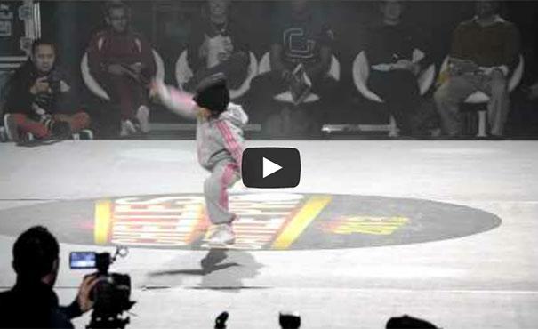 6χρονη μαγεύει σε διαγωνισμό breakdancing