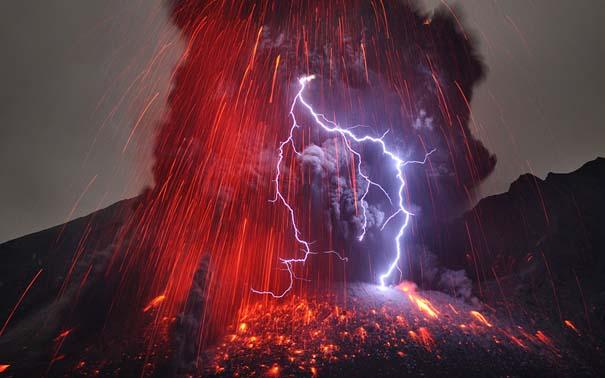 Φωτογραφίες ηφαιστειακής έκρηξης προκαλούν δέος (1)