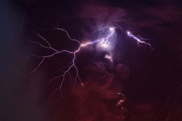 Φωτογραφίες ηφαιστειακής έκρηξης προκαλούν δέος (4)