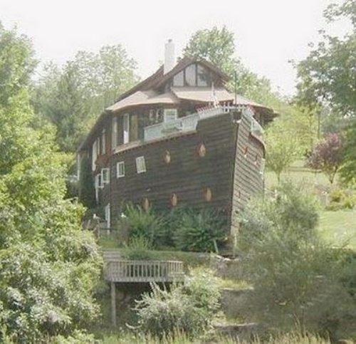 Μοναδικά και παράξενα σπίτια απ' όλο τον κόσμο (2)