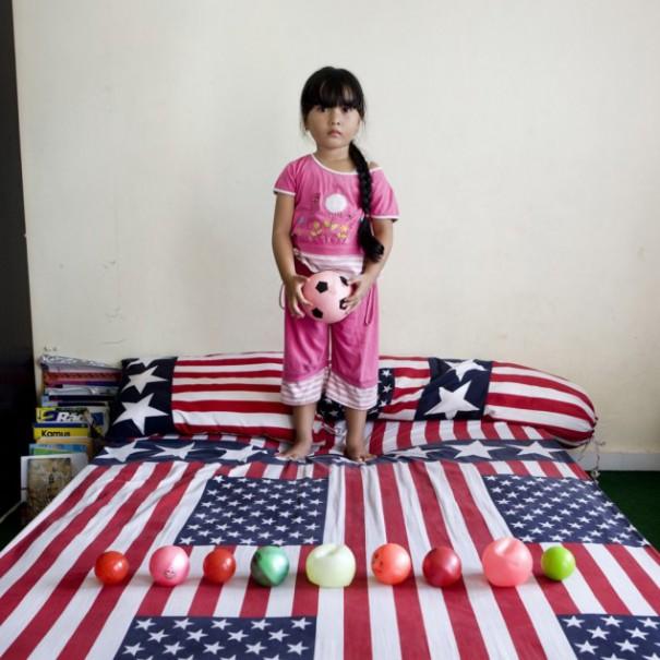 Παιδιά από 26 χώρες φωτογραφίζονται με τα αγαπημένα τους παιχνίδια (2)