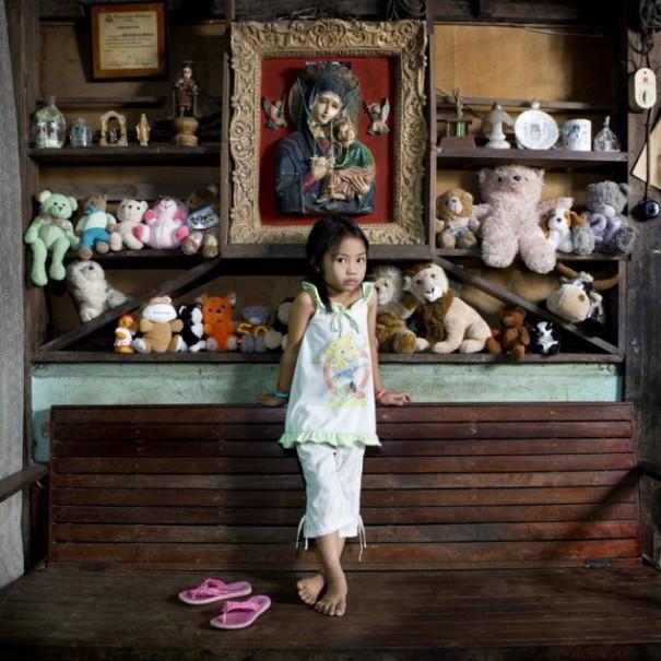 Παιδιά από 26 χώρες φωτογραφίζονται με τα αγαπημένα τους παιχνίδια (6)