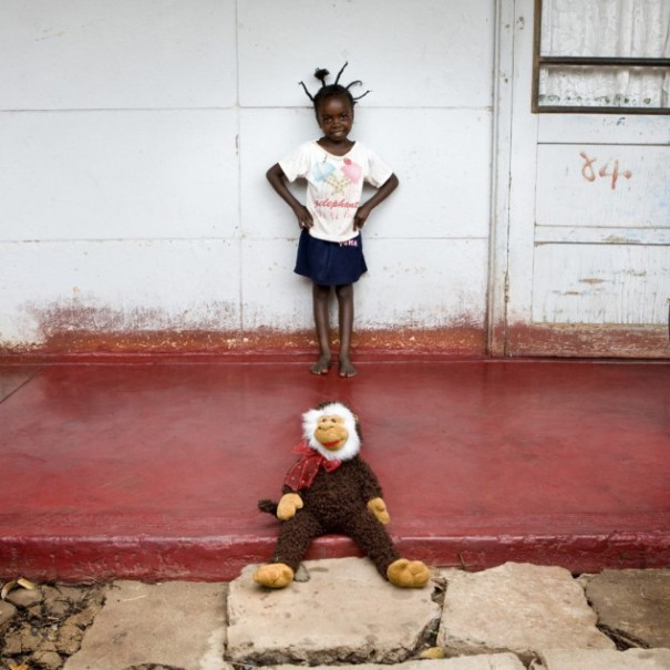 Παιδιά από 26 χώρες φωτογραφίζονται με τα αγαπημένα τους παιχνίδια (11)