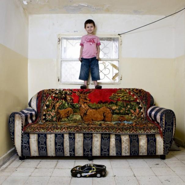Παιδιά από 26 χώρες φωτογραφίζονται με τα αγαπημένα τους παιχνίδια (13)