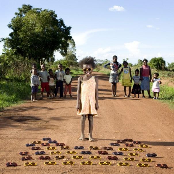Παιδιά από 26 χώρες φωτογραφίζονται με τα αγαπημένα τους παιχνίδια (14)