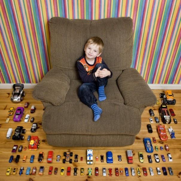 Παιδιά από 26 χώρες φωτογραφίζονται με τα αγαπημένα τους παιχνίδια (15)