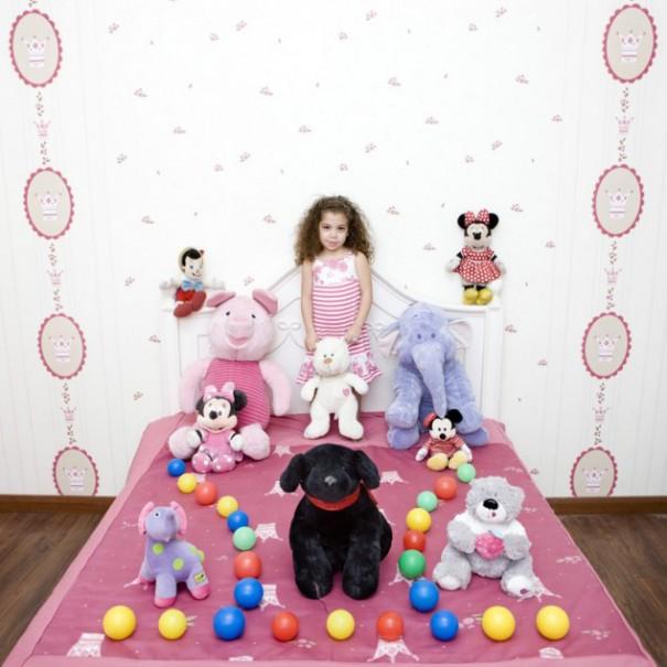Παιδιά από 26 χώρες φωτογραφίζονται με τα αγαπημένα τους παιχνίδια (17)