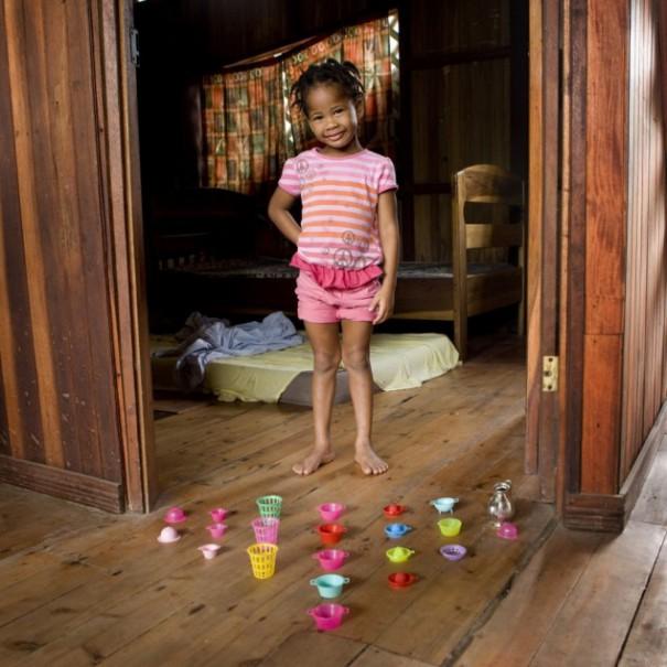 Παιδιά από 26 χώρες φωτογραφίζονται με τα αγαπημένα τους παιχνίδια (18)