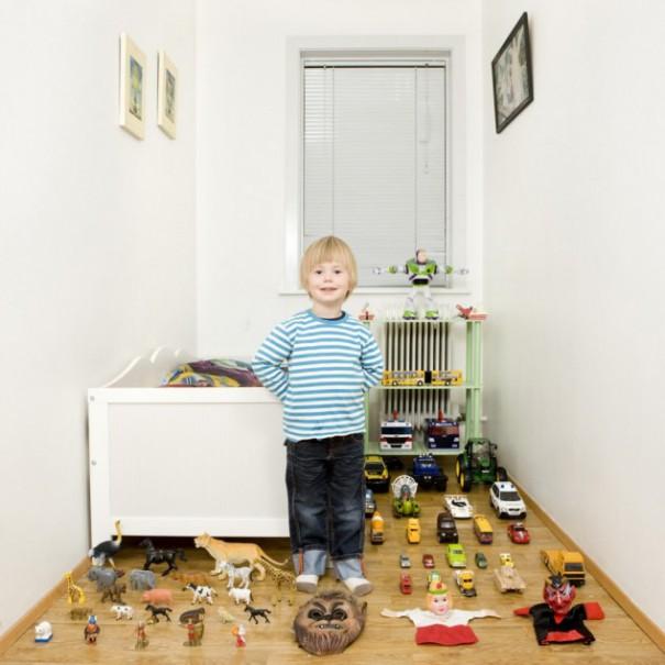 Παιδιά από 26 χώρες φωτογραφίζονται με τα αγαπημένα τους παιχνίδια (22)