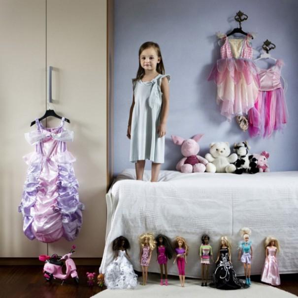 Παιδιά από 26 χώρες φωτογραφίζονται με τα αγαπημένα τους παιχνίδια (25)