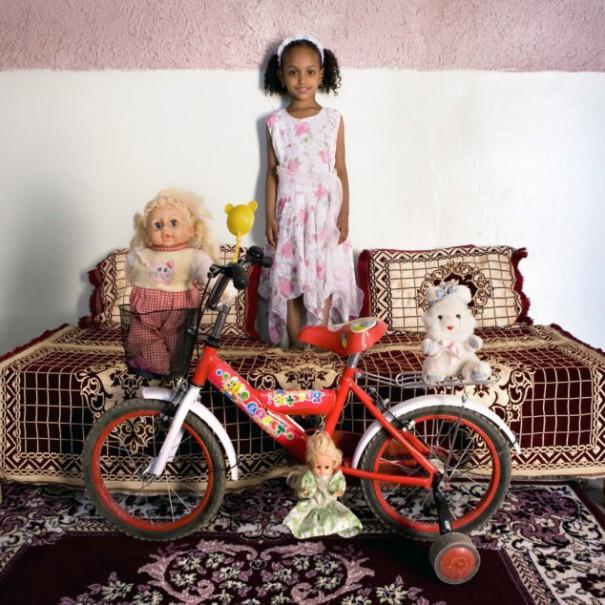 Παιδιά από 26 χώρες φωτογραφίζονται με τα αγαπημένα τους παιχνίδια (26)