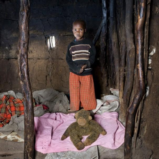 Παιδιά από 26 χώρες φωτογραφίζονται με τα αγαπημένα τους παιχνίδια (27)