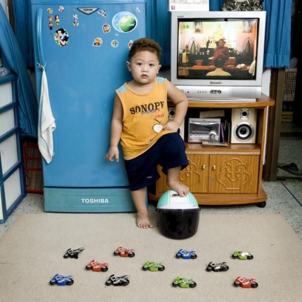 Παιδιά από 26 χώρες φωτογραφίζονται με τα αγαπημένα τους παιχνίδια (29)