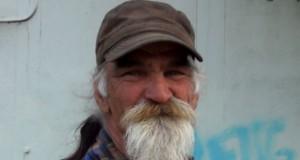 Το αστείο ταλέντο ενός άστεγου που κάνει τον γύρο του Internet (Video)