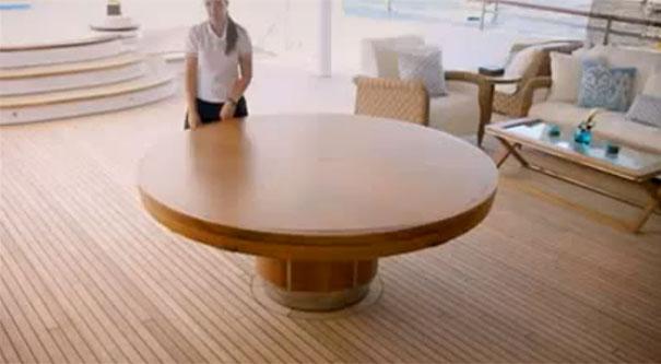 Τραπέζι αξίας 70.000 δολαρίων