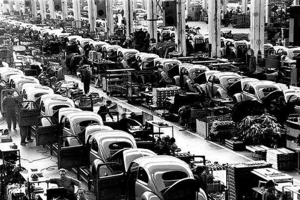 Φωτογραφίες του 1953 από ένα εργοστάσιο της Volkswagen (3)