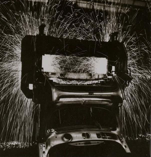Φωτογραφίες του 1953 από ένα εργοστάσιο της Volkswagen (8)