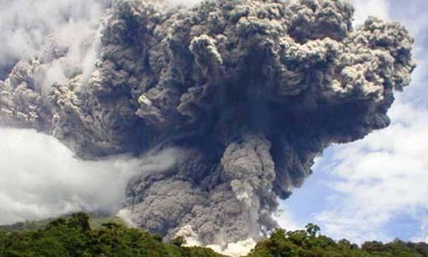 Φωτογραφίες από εκρήξεις ηφαιστείων που προκαλούν δέος (3)