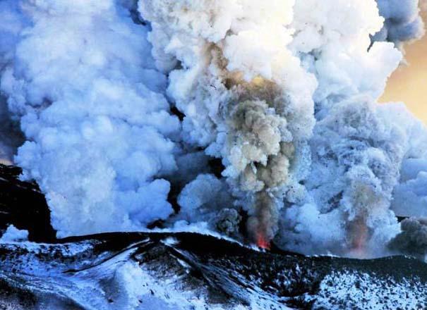 Φωτογραφίες από εκρήξεις ηφαιστείων που προκαλούν δέος (4)